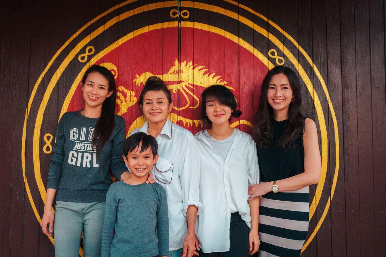The family that runs Ku Chang Heng in Lampang, Thailand.