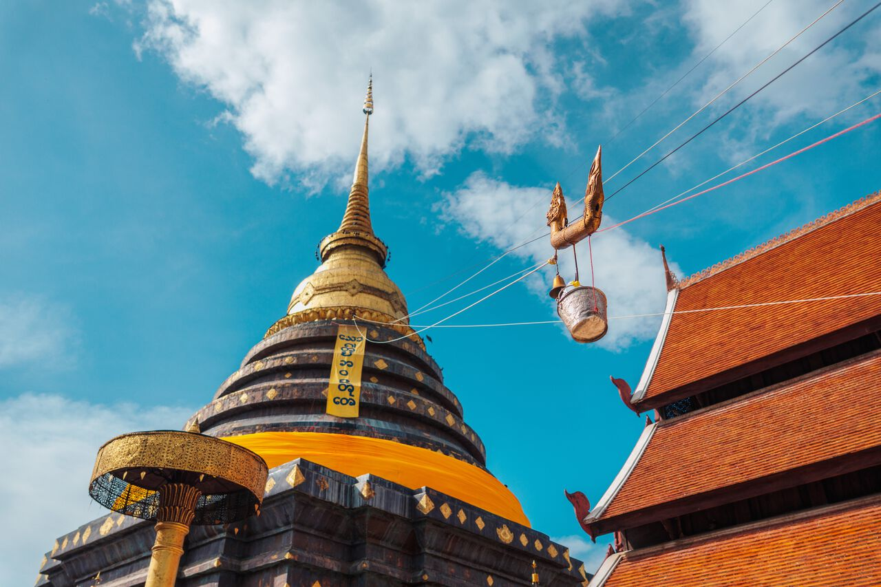 The small lift mechanism to pour water on the main pagoda at Wat Phra That Lampang Luang