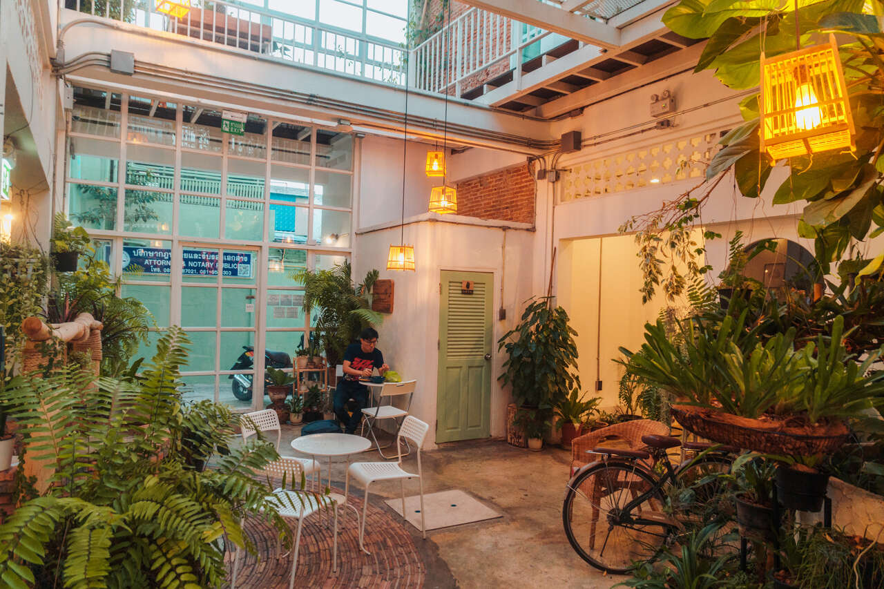 The common area of Memmoth Hostel in Lampang, Thailand