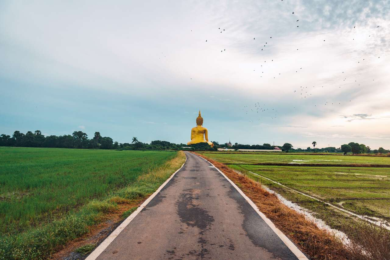 A small backroad to Wat Muang in Ang Thong