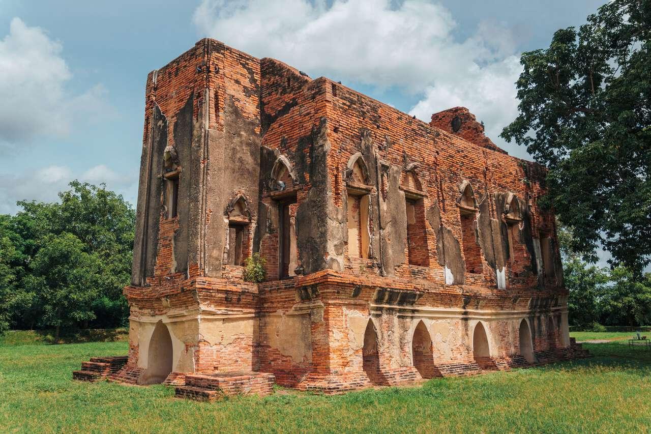 Phra Tamnak Kham Yat Ruin in Ang Thong