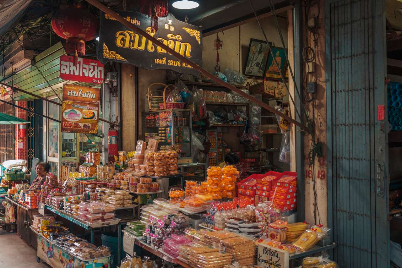 A store selling Thai snacks at San Chao Rong Thong Vintage Market in Ang Thong